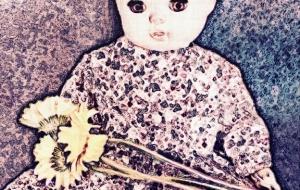 人形と花 - 相田朋子