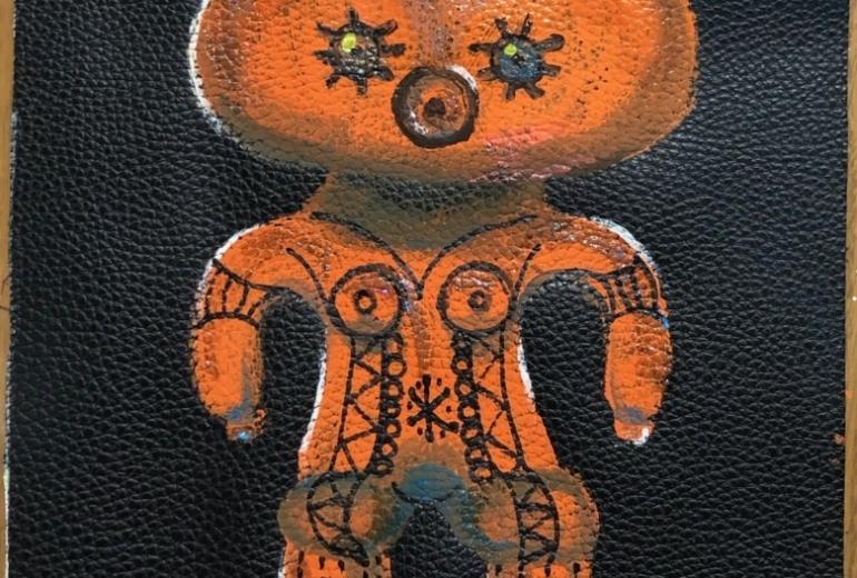 革に描いた土偶