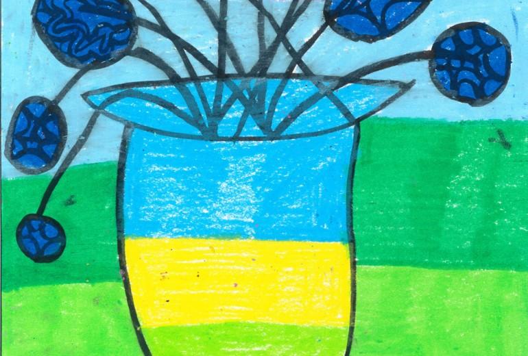 丸いブルーの花と花瓶
