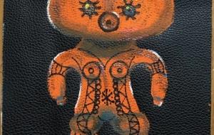 革に描いた土偶 - Kise Okumura