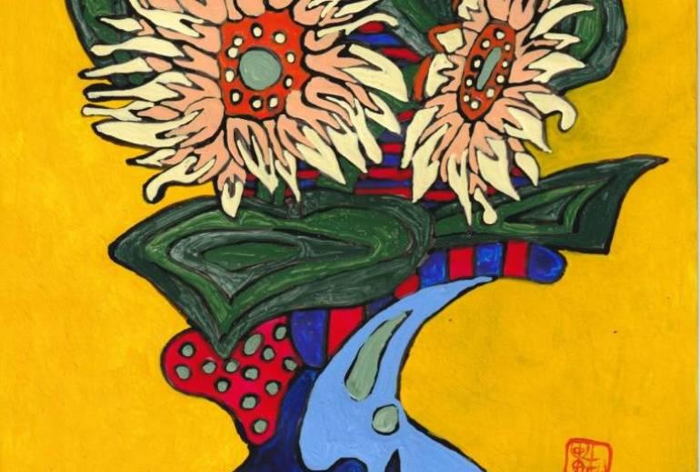 赤と青の市松模様のある机に載る花瓶の向日葵